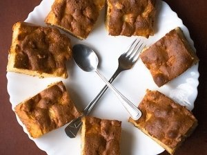 Purus obuolių pyragas su kefyru