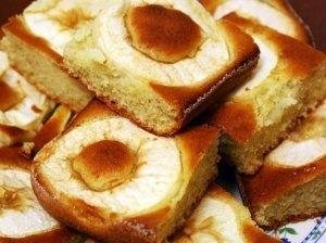 Bananinis pyragas su obuoliais