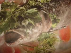 Kimšta žuvis su drebučiais