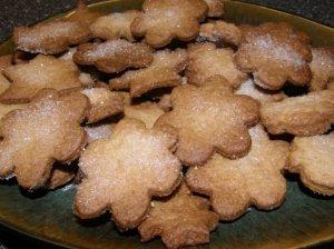 Sausainiai su cukraus plutele
