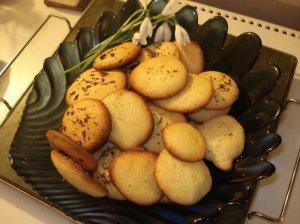 Burnoje tirpstantys biskvitiniai sausainiukai