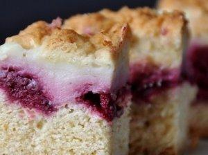 Trapus vyšnių pyragas su pudingu