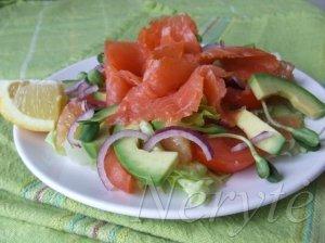Salotos su lašiša ir avokadu