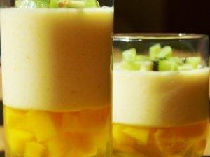 Mangų putėsių ir citrinų želė desertas