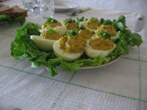 Įdaryti kiaušiniai su šprotais ir agurkėliais