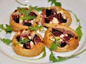 Pyragėliai su figomis bei feta sūriu