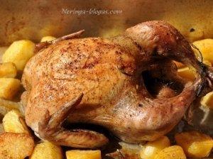 Orkaitėje keptas viščiukas su prieskoninėmis bulvytėmis
