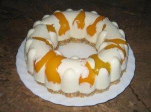 Greitas žele tortas su konservuotais persikais ir grietine