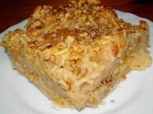 Obuolių pyragas su graikiniais riešutais