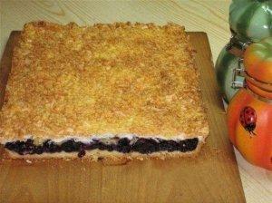Trupininis pyragas su mėlynių uogiene