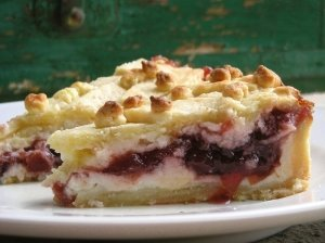 Pyragas su rikotos ir uogienės įdaru