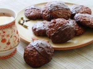 """Šokoladiniai sausainiai """"Puselės"""""""