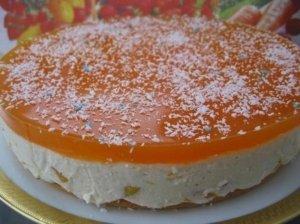 Gaivus persikų tortas su jogurtiniu kremu
