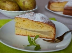 Grietininis kriaušių pyragas