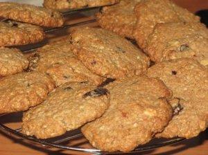 Avižiniai sausainiai su riešutais ir džiovintais vaisais