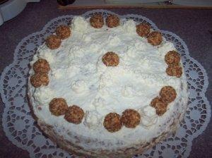 Grietininis tortas su riešutais