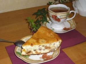 Varškės pyragas su razinomis ir abrikosais