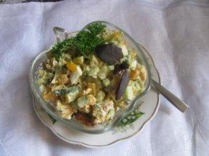 Šparaginių pupelių salotos su skrudinta duona