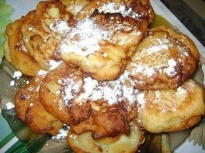 Obuolių spurgos su riešutais