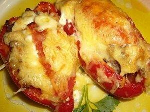 Daržovėmis įdarytos paprikos su sūriu