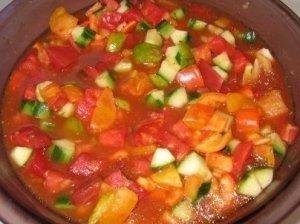 Šalta šviežių daržovių sriuba
