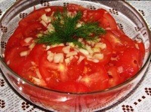 Pusiau indiškos pomidorų salotos
