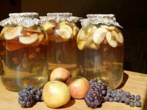 Obuolių kompotas su vynuogėmis ir kardamonu