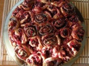 Pyragas su aguonomis ir spanguolėmis