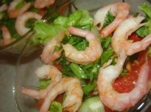 Krevečių salotos su pomidorais
