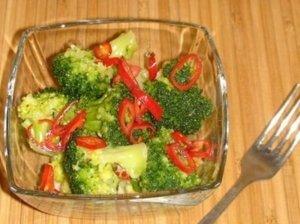 Brokolių salotos su medumi