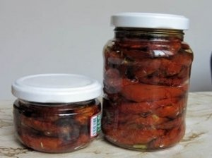 Konservuoti džiovinti pomidorai