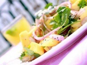 Vietnamo salotos su ananasais ir kalendra