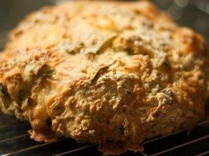 Bulvių ir ožkos pieno sūrio duona