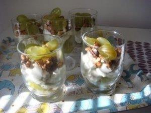 Vynuogių ir jogurto desertas