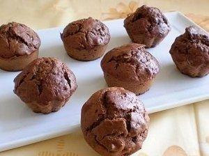 Šokoladiniai pyragaičiai su vyšniomis