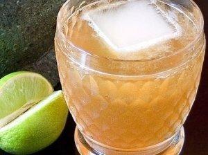 Kokteilis su obuolių sultimis