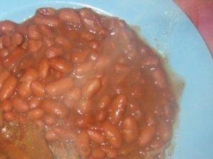 Pupelės pomidorų padaže