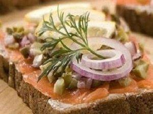 Gardūs sumuštinukai su lašiša bei daržovėmis