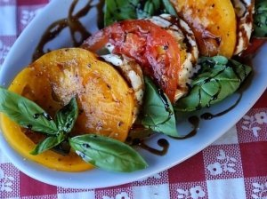 Pomidorai su Burata sūriu