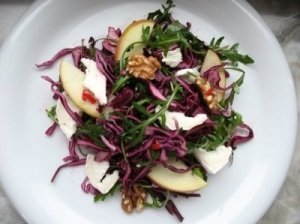 Šparagų ir ožkos sūrio salotos