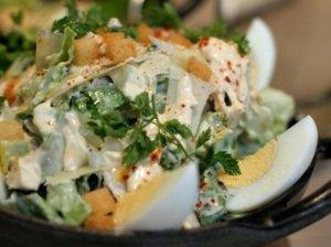 Cezario salotos su kiaušiniais