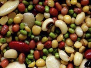 Raudonų ir baltų pupelių salotos