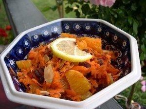 Morkų ir apelsinų salotos