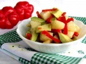 Avokadų ir kriaušių salotos