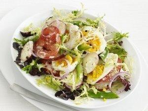 Ančiuvių ir kiaušinių salotos