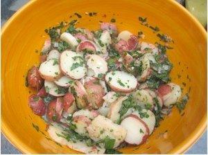 Virtų bulvių ir šparagų salotos