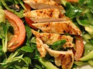 Salotėlės su vištiena