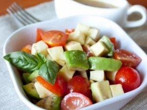 Avokadų salotos su pomidorais ir padažu