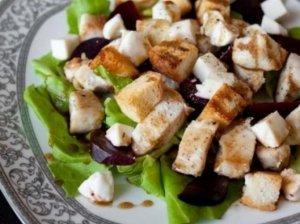 Vištienos salotos su burokėliais
