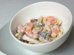 Makaronų salotos su krevetėmis